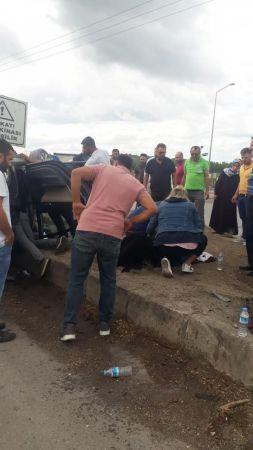 Kontrolden çıkan otomobil sinyalizasyon direğine çarparak takla attı: 2 yaralı