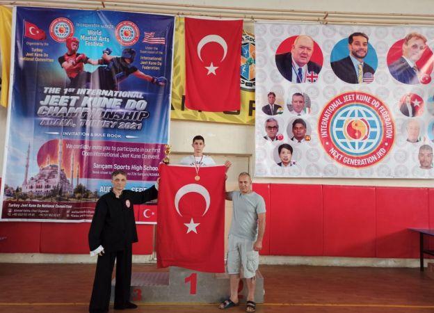 Kocaeli Jeet Kune Do'da Dünya şampiyonu oldu