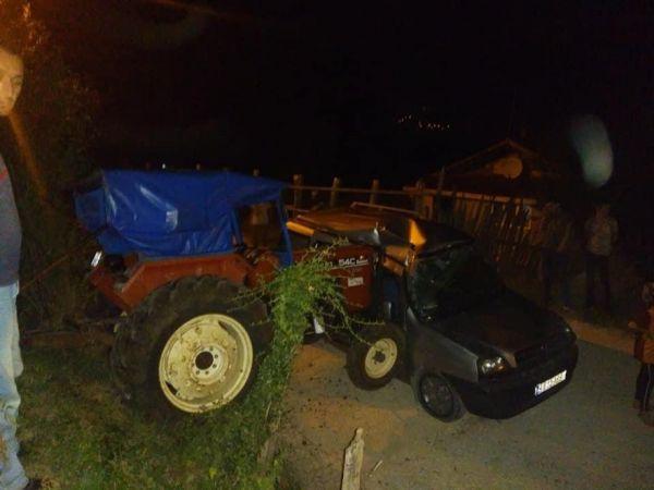 Traktör hafif ticari araca çarptı: 2 yaralı