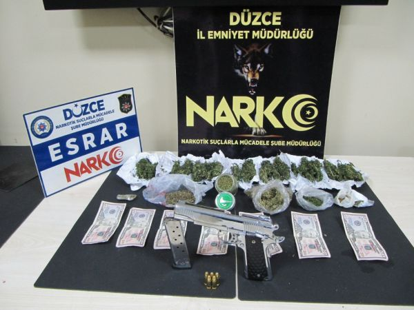 Düzce'de polisten uyuşturucu ve sahte para operasyonu
