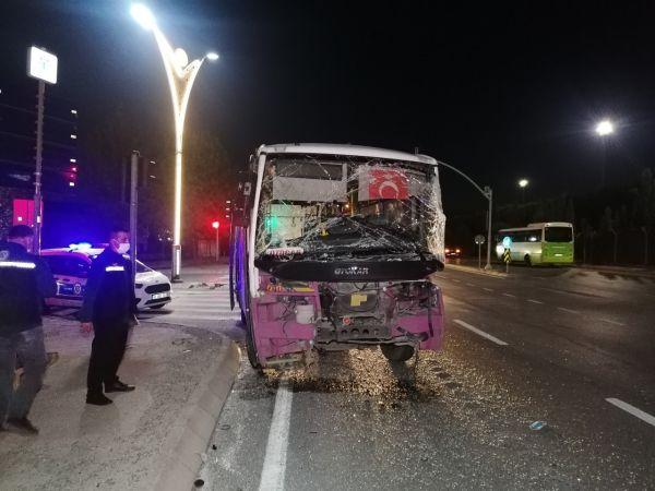 Işık ihlali yapan tır ile yolcu otobüsü çarpıştı: 4 yaralı