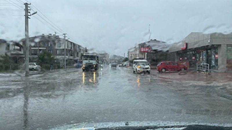 Düzce'de sağanak yağış etkili oluyor