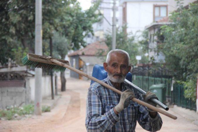 O sokakların 87'lik temizlik gönüllüsü