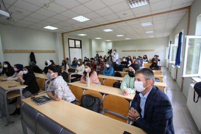 Başkan Soykan, SUBÜ öğrencileriyle bir araya geldi