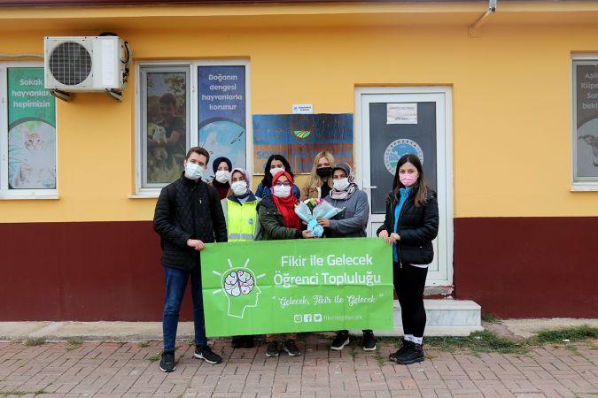 Öğrenciler Büyükşehir barınağında hayvan dostlarıyla buluştu