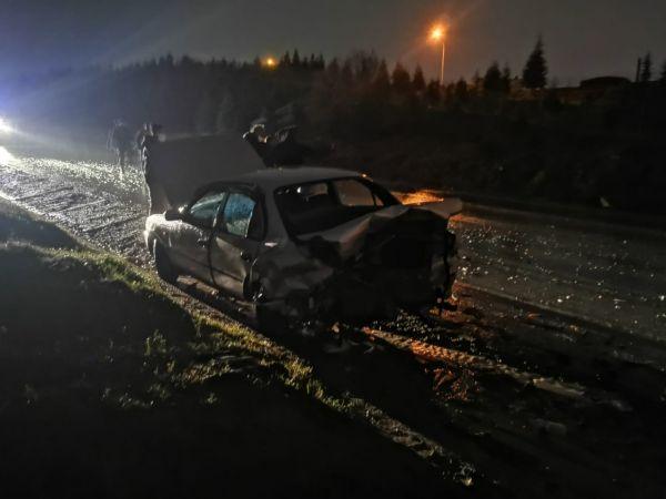 Kocaeli'de çarpışan iki otomobilin sürücüsü yaralandı
