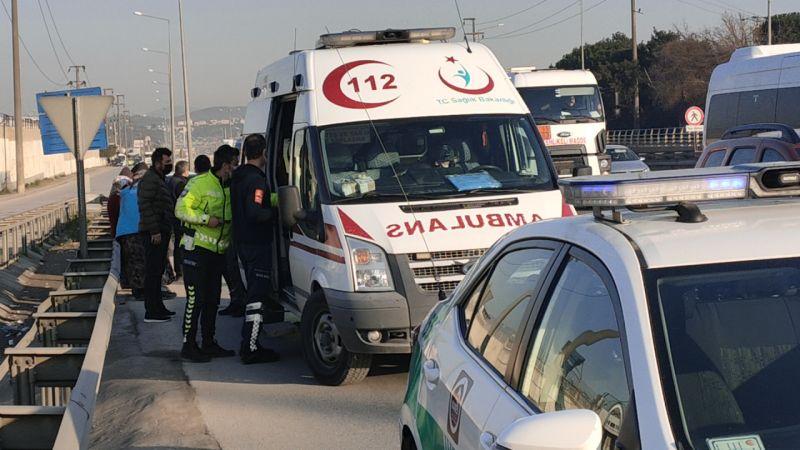 Kocaeli'de minibüs ile otomobil çarpıştı: 2 yaralı