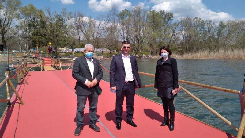 Belediyenin temizledim dediği Eşme Sahiline, İYİ Parti baskını!