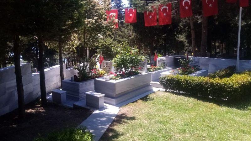 Bayramda mezarlıklar hiç olmadığı kadar sessiz!