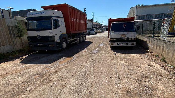 Kış aylarında çamur, yaz aylarında toz… İzmit Belediyesi bu sokağı unuttu!