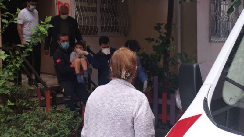 Parmağı kapı kilidine sıkışan çocuğu itfaiye kurtardı