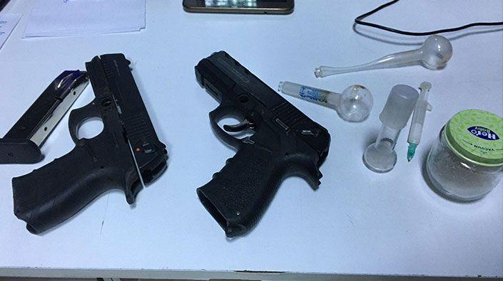 Araçtan hem silah hem de uyuşturucu çıktı!