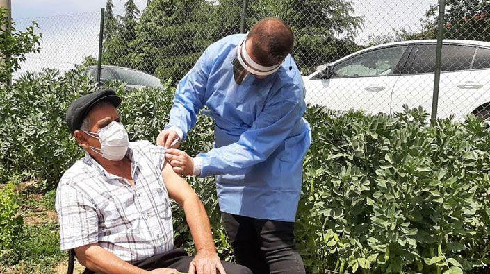 """Kocaeli'de """"mobil aşı ekipleri"""" kilometrelerce yol giderek binlerce kişiyi aşıladı"""