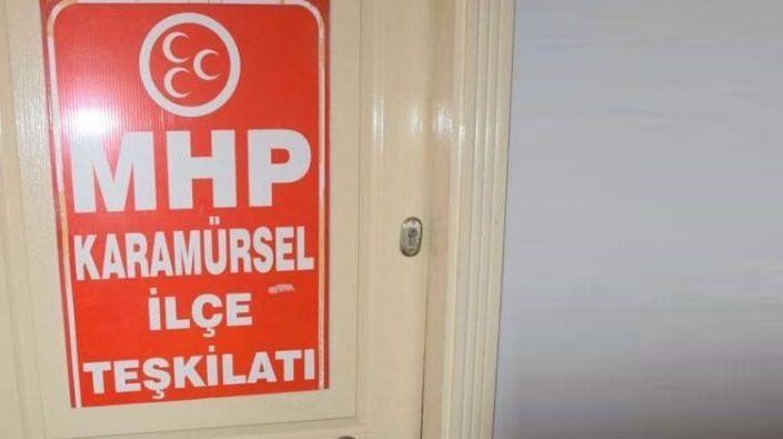 MHP'de bir garip olay… İl yöneticileri ilçe binasının kapısını çilingirle açtırdı!