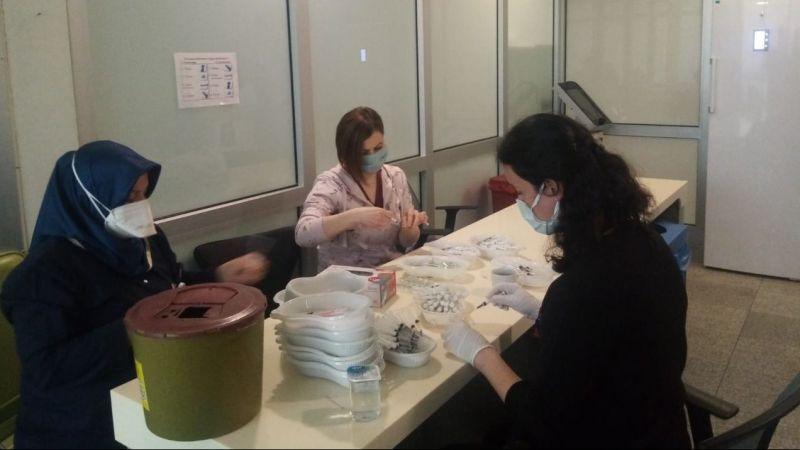 Kocaeli Devlet Hastanesi'nde tempo hiç durmuyor… Her gün binlerce aşıyı işte bu ekip hazırlıyor!