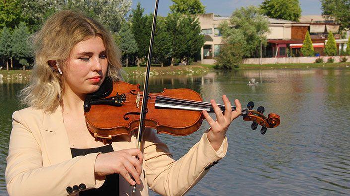 Genç müzisyenin hüzün dolu başarı yolculuğu… Sınava gireceği gün annesi vefat etti, onun için kazandı!