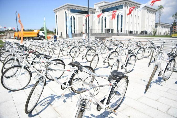 Kocaman başarılı öğrencilere bisiklet dağıttı