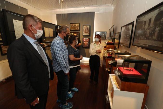 Kaan Dobra ve eşi Atatürk Müzesi'ne hayran kaldı