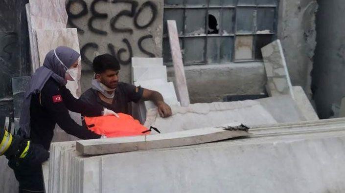 Mermer blokların altında sıkışan işçi ölümden döndü!