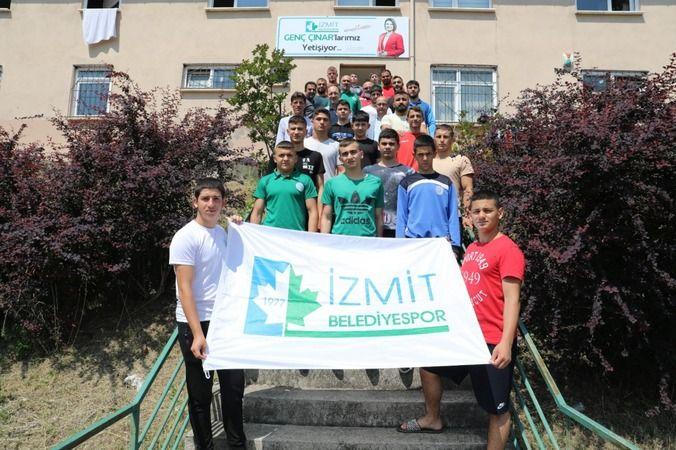 İzmit Belediyesporlu pehlivanlar  Kırkpınar için kampa girdi