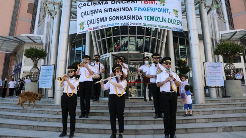 Bandonun müzikleri İzmit sokaklarına mutluluk getiriyor