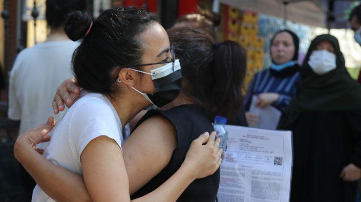 """Öğrenciler sınavdan ağlayarak çıktı… """"Gençlerimize yazık ettiler"""""""