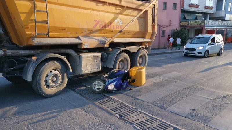 Kamyonla çarpışan motosikletin sürücüsü yaralandı