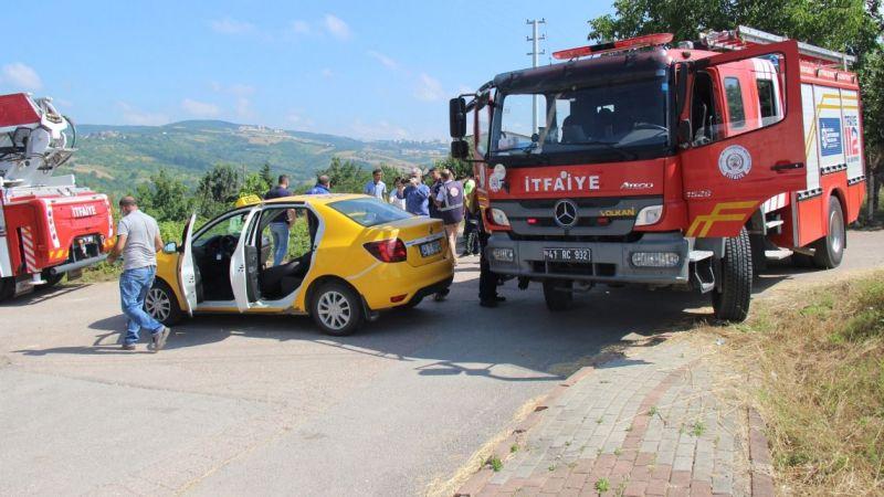 Otomobille çarpışan taksideki yaralıyı itfaiye ekipleri kurtardı