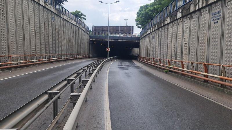 Alt geçit suyla doldu, feribot yolu ulaşıma kapandı