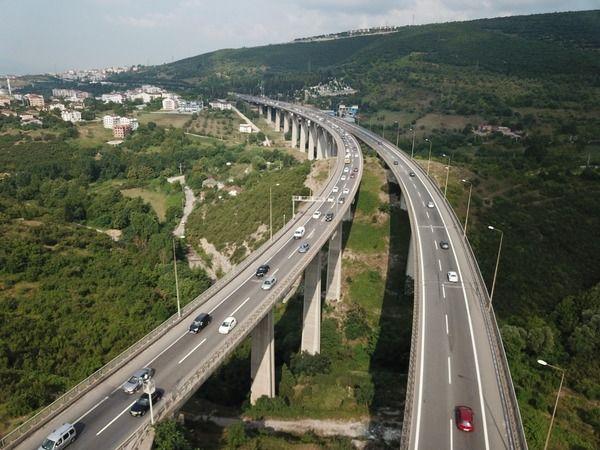 Kocaeli TEM otoyolunda 10 kilometrelik araç kuyruğu