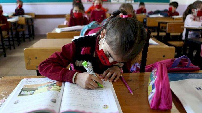 Bakan Selçuk'tan açıklama… Vakaların artışı okulların açılış tarihini etkiler mi?