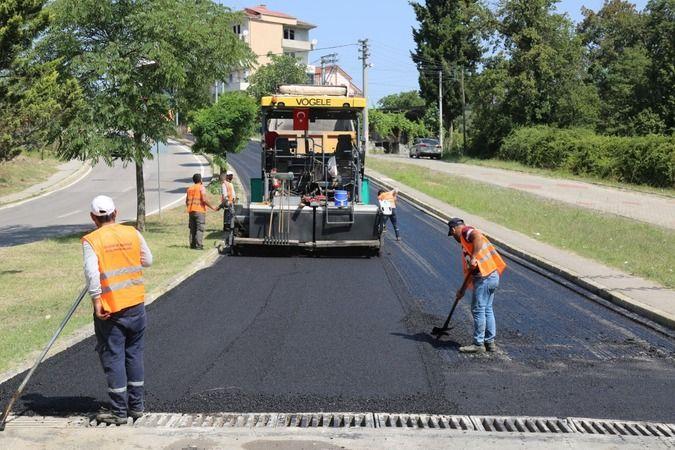 Gölcük Belediyesi 1 Mart Caddesi'nde asfalta başladı