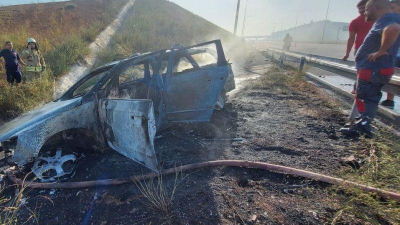 Bariyere çarpan otomobil alev aldı… Otomobildeki 4 kişi ölümden döndü!