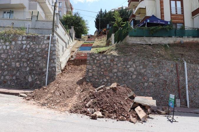 İzmit'te zamana yenik düşen sokak merdivenleri yenileniyor