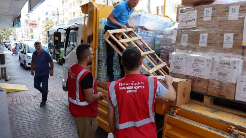 İzmit Belediyesinin yardım kamyonu Kastamonu'ya doğru yola çıktı