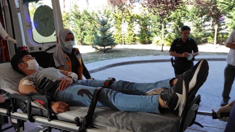 Şakalaşırken arkadaşını omzundan yaraladı