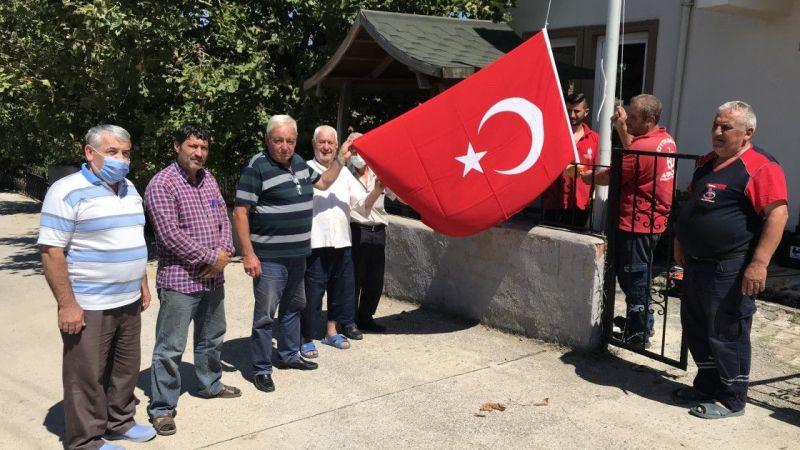 Vatandaş istedi, Türk Bayrağı göndere çekildi!