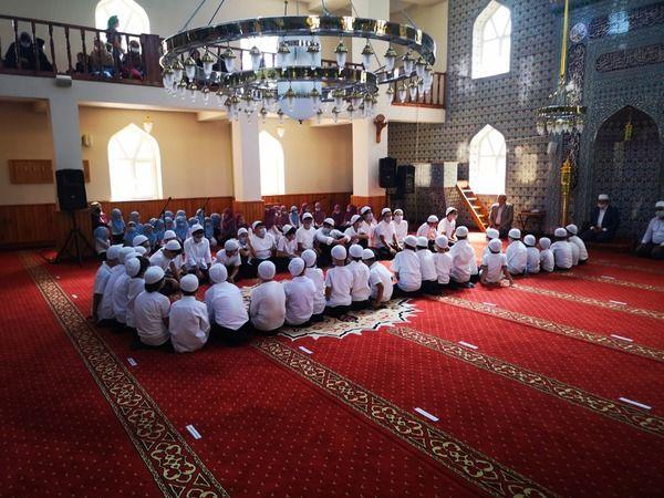 Karamürsel Çiçek Camii yaz Kur'an kursu hatim merasimi