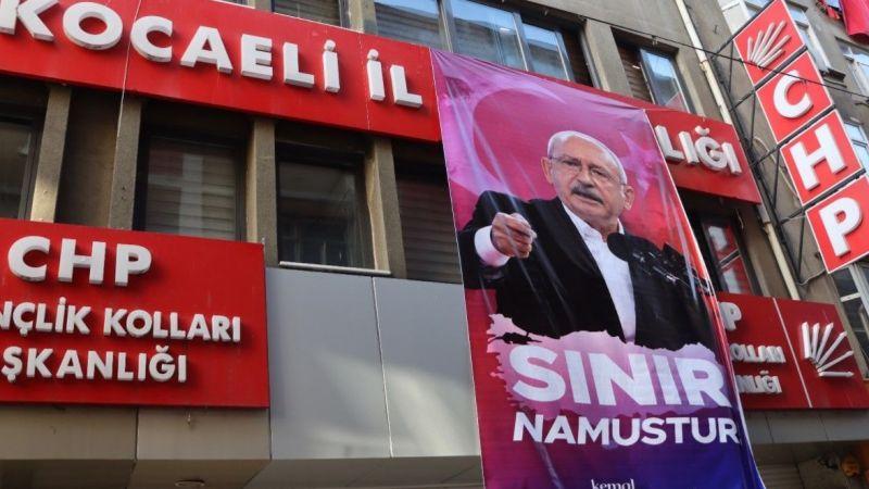 CHP Kocaeli binasına 'Sınır Namustur' pankartı