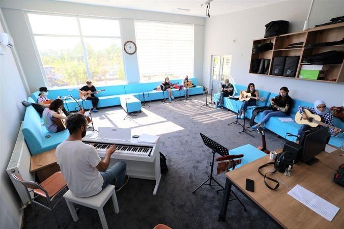 Başiskele'de ücretsiz müzik kursları devam ediyor