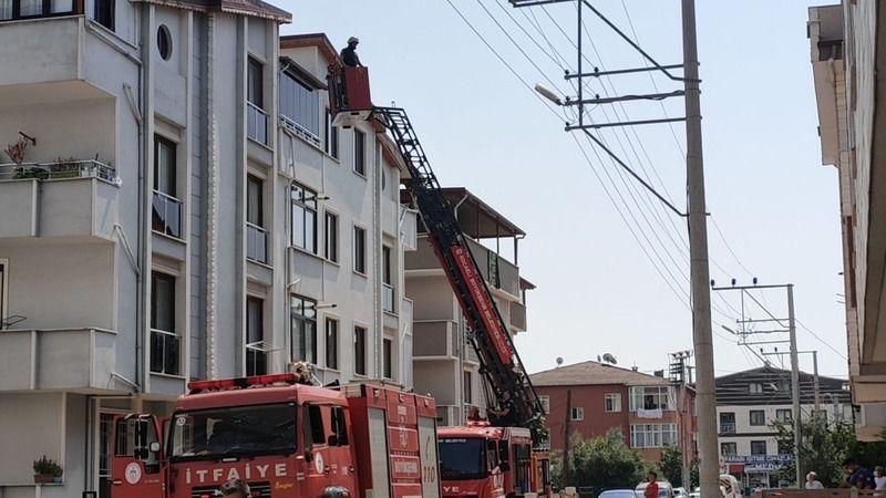 Tadilat yapılan binanın çatısında yangın çıktı!