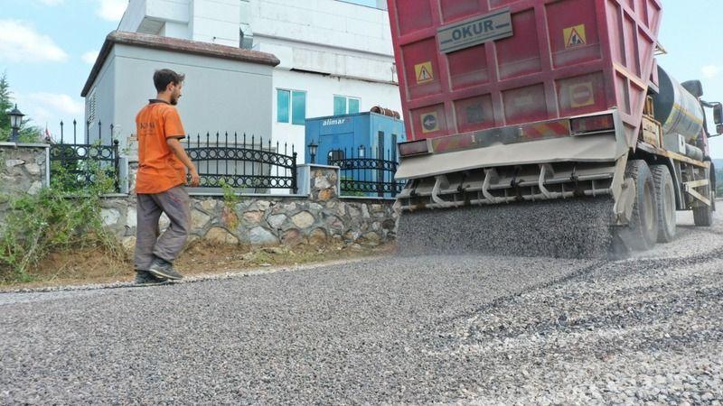 Başiskele'de 3 sokak daha asfaltla kaplandı