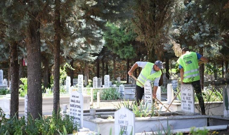 Kartepe'de mezarlıklar bakımlı ve tertemiz
