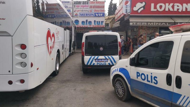 Yolcu otobüsüyle ekip aracı arasında sıkışan polis memuru yaralandı!