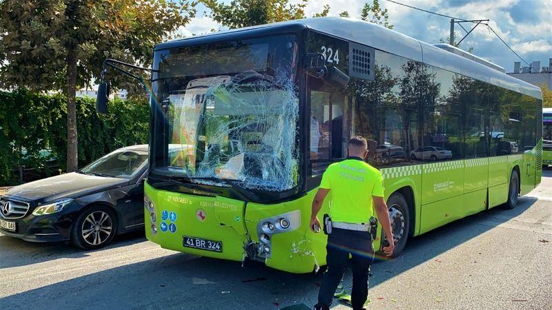 Belediye otobüsü minibüsle çarpıştı: 1 yaralı