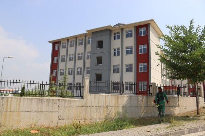 İzmit Belediyesi okul bahçelerini pırıl pırıl yapıyor