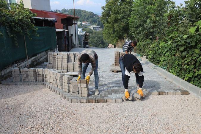 Başiskele'de parke yol çalışmaları devam ediyor