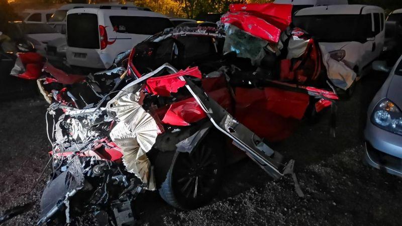 Paramparça olan otomobilde hayatını kaybetti!
