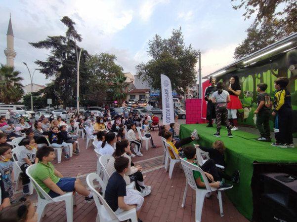 Gölcük Belediyesi çocukları tiyatro ile buluşturuyor