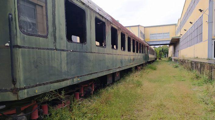 Yıllar geçti ama değişen bir şey yok… Tarihi vagonlar çürümeye terk edildi!